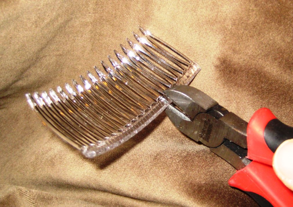 Plastic combs can be cut to a custom length with a pair of wire cutters.