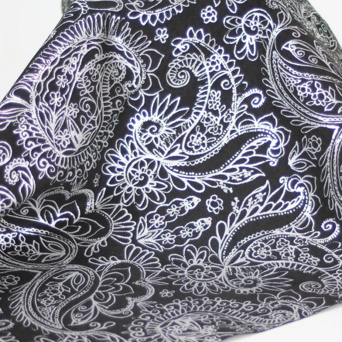 Black and Silver Paisley pattern on pig suede. Supple and soft leather, thickness of .60mm, and blockable.