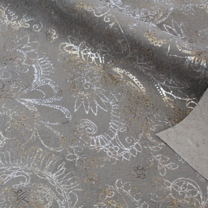 Paisley pattern on pig suede. Supple and soft leather, thickness of .60mm, and blockable.